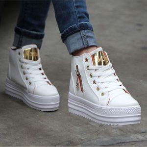 В этом сезоне станут модными кроссовки с яркими принтами, например, в  цветочек или с различными видами шнурков всевозможных цветов. Кстати, и  сами кроссовки ... c443d8a97ef